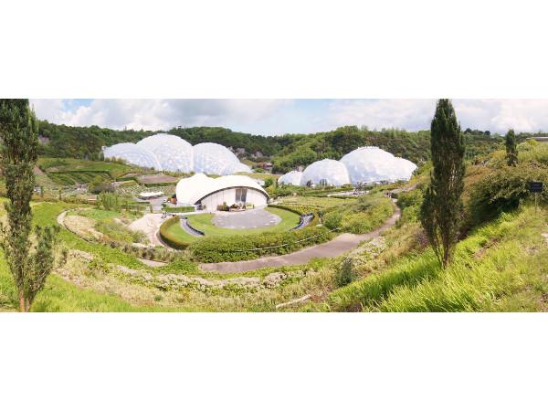 Die Biospären im Eden Project in Cornwall, UK.