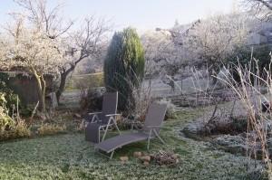 Zur Zeit laden die Stühle im Garten nicht zum Verweilen ein
