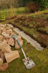 Drainageschicht für die Trockenmauer