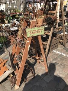 Auch Schmückendes gibt es auf dem Markt